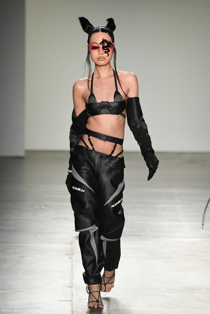 Divatbemutatót divatbemutató ér a New York-i Fashion Weeken, alig tudjuk megkülönböztetni őket egymástól