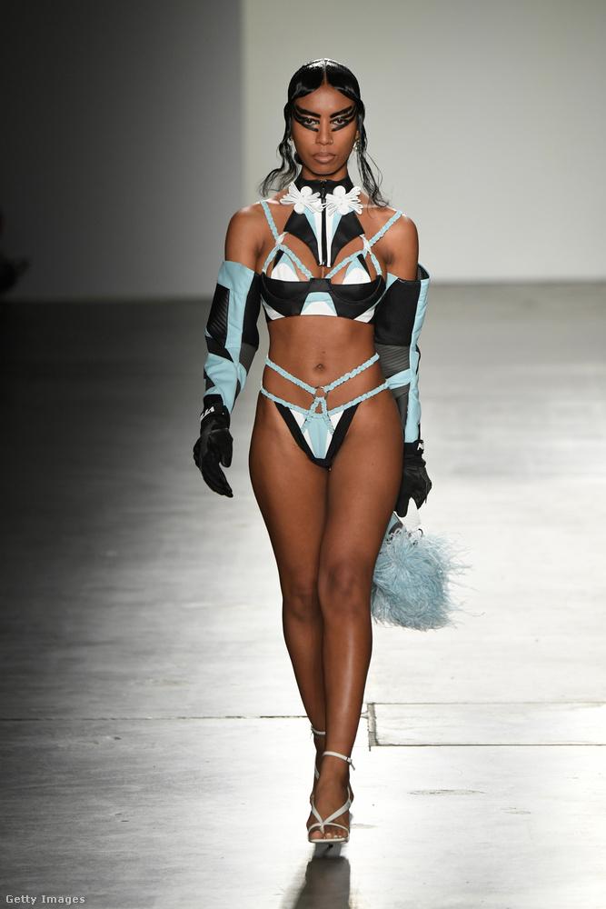 A szintén ázsiai származású tervezőpáros a keleti kultúrákra szerette volna felhívni a divatkedvelők figyelmét,...