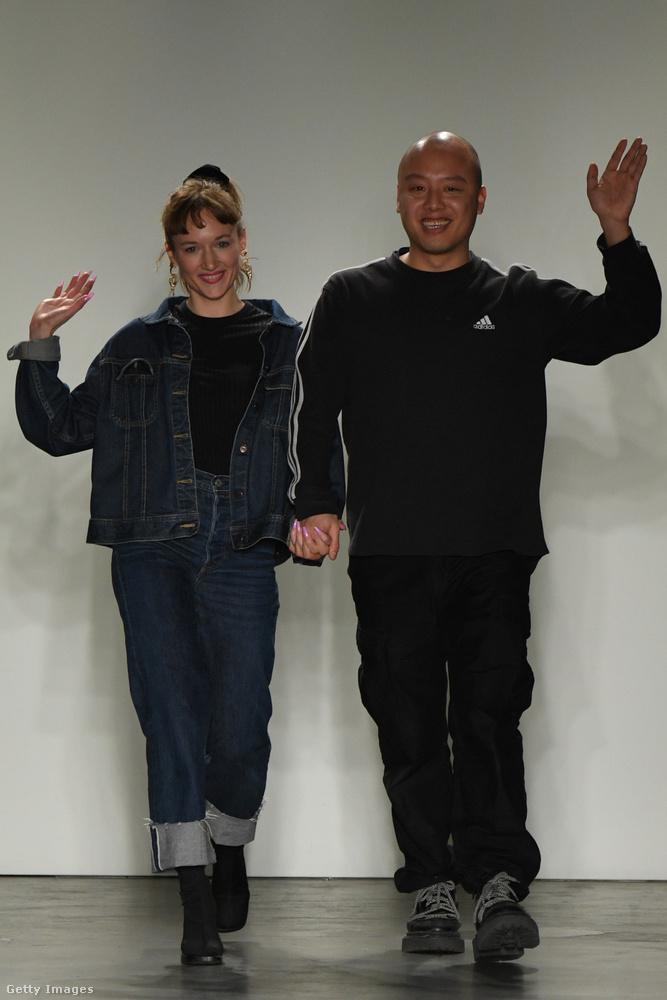 Ezen a képen a két divattervezőt, Emilia Pfohlt és Nan Lit láthatja, akiknek volt egy nem is annyira mögöttes szándékuk a bemutatójukkal