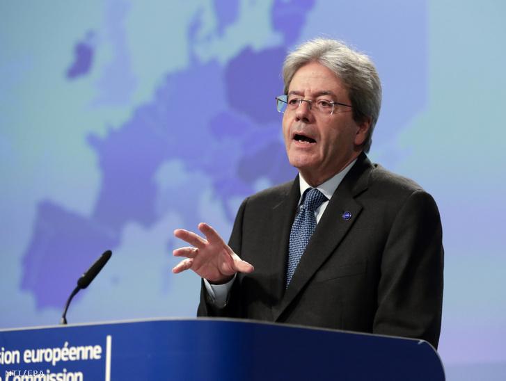 Paolo Gentiloni gazdaságpolitikai biztos ismerteti a az Európai Bizottság (EB) 2020. téli időközi gazdasági előrejelzését az uniós testület brüsszeli székházában 2020. február 13-án.
