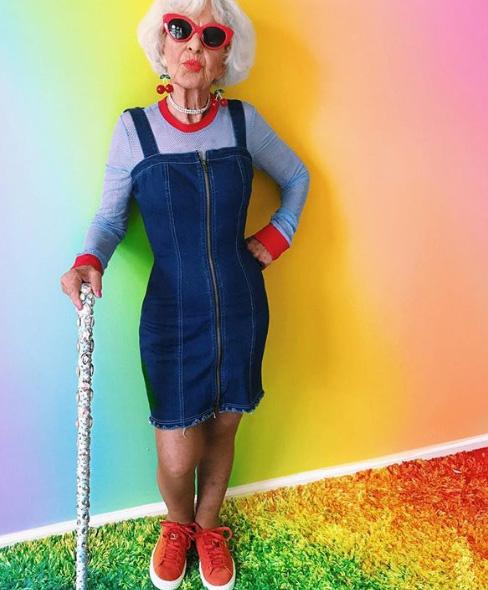 Baddie Winkle 85 éves kora óta igazi ikon: páratlan, különleges és merész stílusáért rengetegen rajonganak.