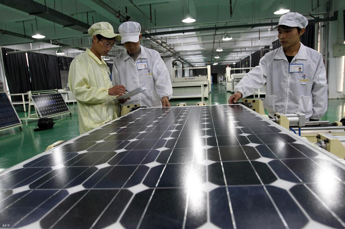 A Tianxiang napkollektor gyár Kína keleti részén, Anhui tartományban