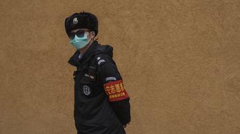 108 halottat kétszer számoltak a kínaiak, közben újra megugrott a halottak száma
