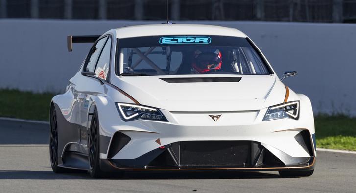 A Volkswagen alá tartozó Cupra elektromos túraautója, az e-Racer