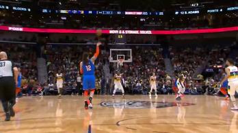 Laza mozdulattal szerzett félpályás kosarat az NBA Aquamanje