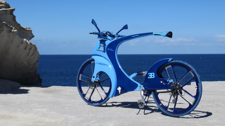 Motoros kiállításokon tarol a magyar Bugatti kerékpár