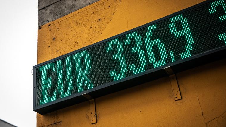 Gyenge forint: legatyásodó munkások, hasító gyárak