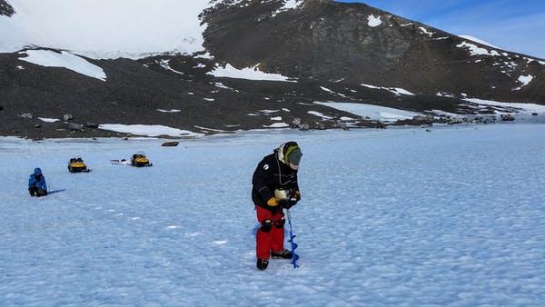 Mintát vesznek a Nyugat-antarktiszi-jégmező jegéből