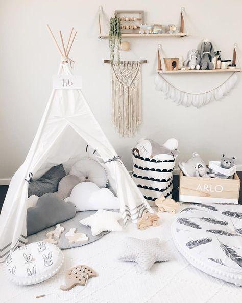 Az egyszerű, fehér színű sátrat különböző díszes, és színben harmonizáló kiegészítőkkel dobhatod fel. Innen tuti nem akarnak majd kijönni a gyerkőcök.