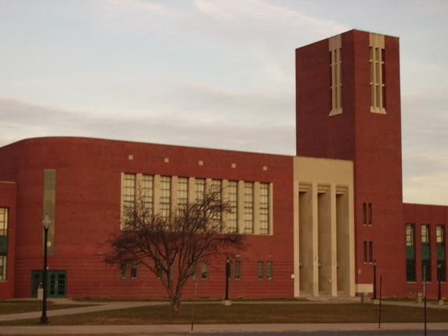 A McCaskey középiskola épülete