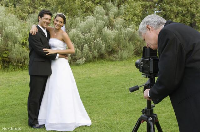 Minek fotóztatnak profival, ha úgyis az amatőr fotókkal lesz tele a net?