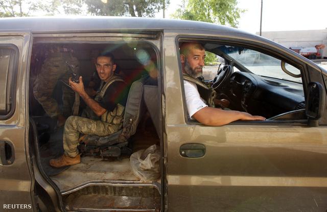 FSA-felkelők a Bab al szalami határátkelőnél