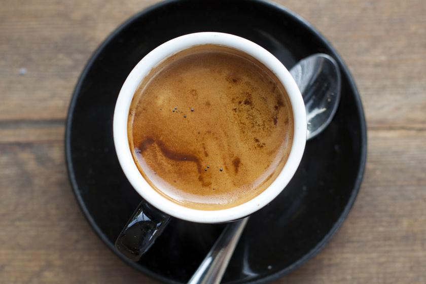 Miért ne fogyassz kávét üres gyomorra? Sokan így isszák, de nagyon rosszat tesz