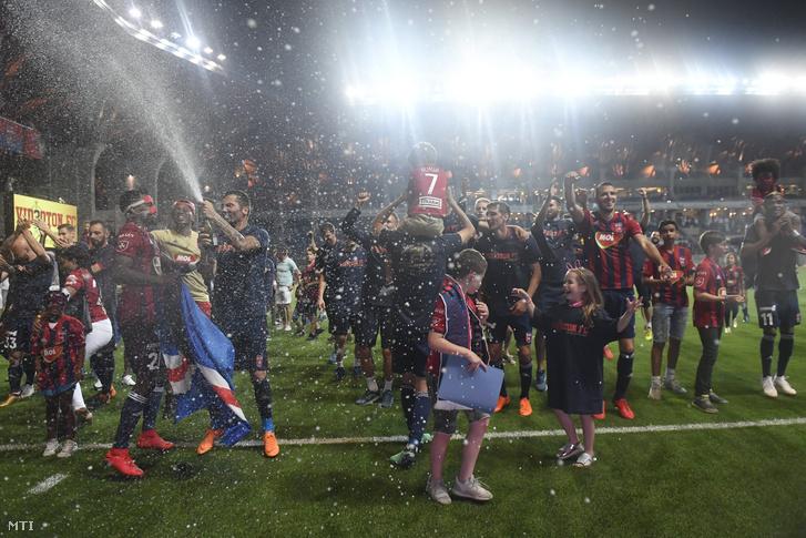 A Videoton játékosai, miután 2-0-ra legyõzték a Budapest Honvédot a felcsúti Pancho Arénában 2018. május 27-én