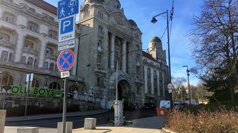 Gellérthegy: a KRESZ-tábla átírta a Waze-t, de a forgalom maradt