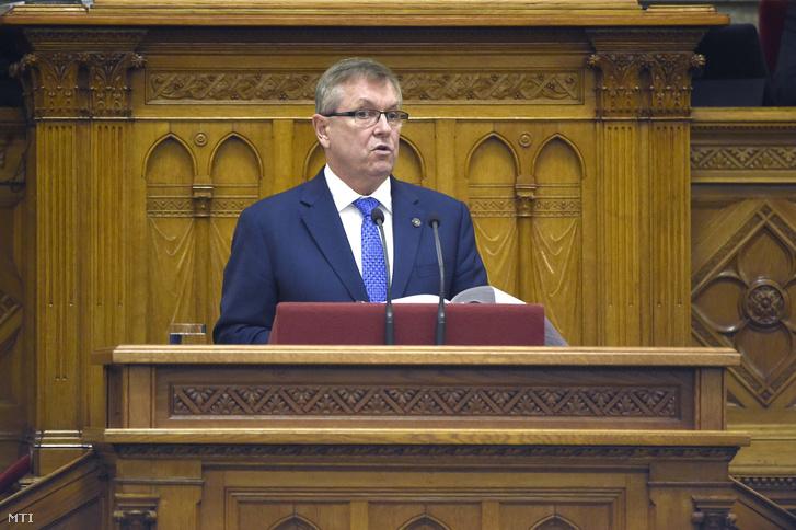 Matolcsy György a Magyar Nemzeti Bank (MNB) elnöke az MNB 2018-as üzleti jelentésének és beszámolójának vitájában az Országgyűlés plenáris ülésén 2019. december 11-én.