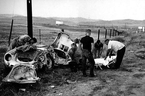 Dean autója szinte felismerhetetlenségig összetört