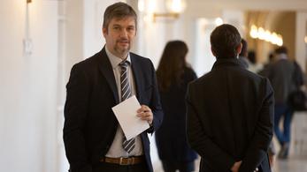Hadházy Ákos: Szijjártó Pétert kétszer rendőrségi helikopter vitte haza