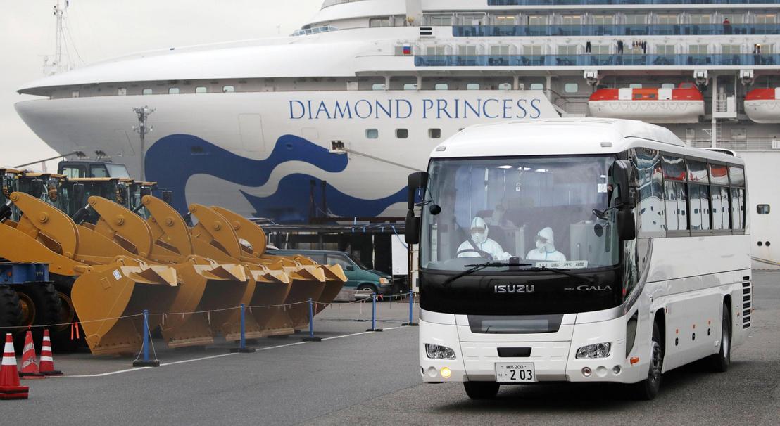 Koronavírus: Egy hét múlva kiengedik a japán partoknál vesztegelő, karantén alatt tartott luxushajó utasait