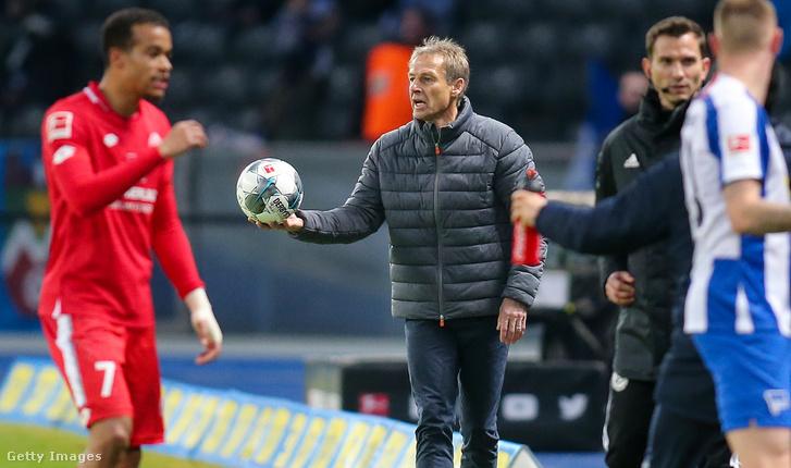 Klinsmann a 2020. február 8-i, Mainz elleni mérkőzésen