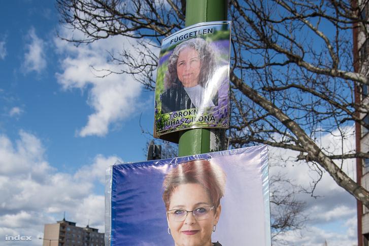 Törökné Juhász Ilona választási plakátja Dunaújvárosban
