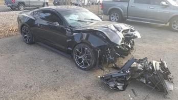 A kereskedés törte össze az ügyfél autóját