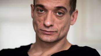 Letartóztatták a párt, akik nyilvánosságra hozták Macron polgármesterjelöltjének intim fotóit