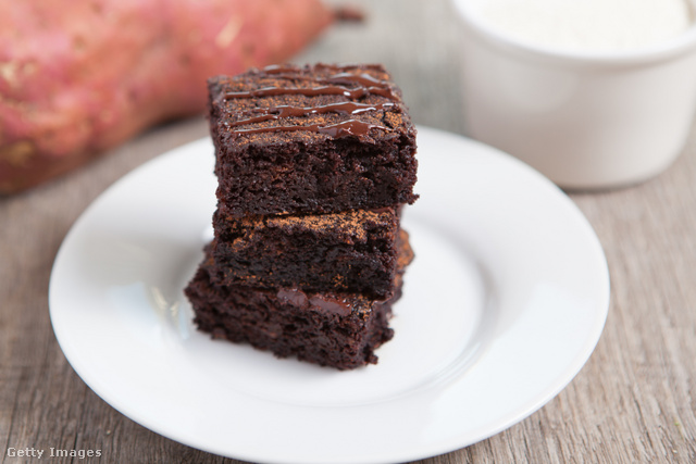 Az édesburgonyát nem fogod kiérezni, csak annyit, hogy finom, omlós és egyáltalán nem száraz ez a gluténmentes brownie.