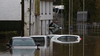 Két halottja van a hatalmas viharnak Angliában, a katonaságot is kivezényelték