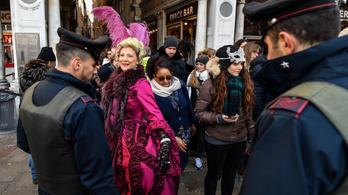 Mától kamerákkal számolják a turistákat Velencében