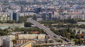 Az Árpád hídnál mentették ki a Dunában eszméletlenül sodródó férfit