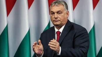 Mi az a furcsa kékes-lilás folt Orbán Viktor tenyerén?
