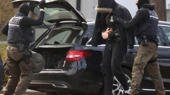 Politikusokra és bevándorlókra támadt volna a lefülelt német terrorszervezet