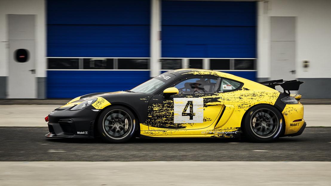 Akinek az utcai változat nem elég kemény, azoknak elérhető a gyári versenyautó, a GT4 Clubsport