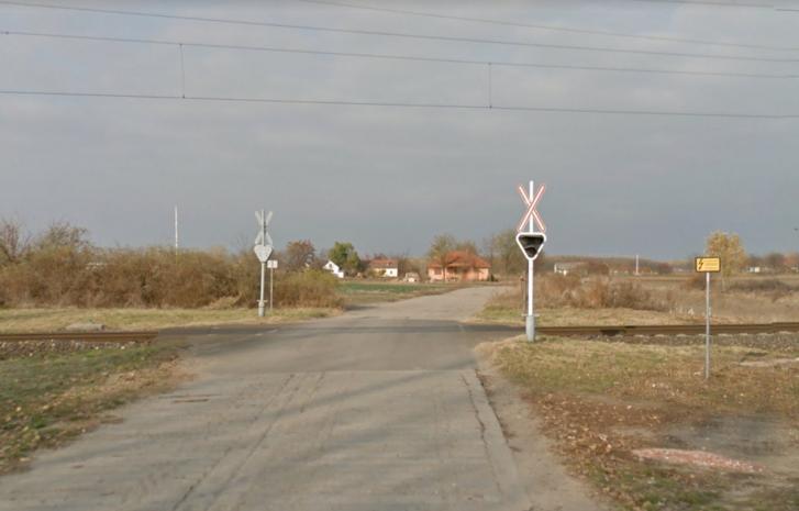Az ütközés helyszíne, a kecskeméti Barka utcánál lévő vasúti átjáró