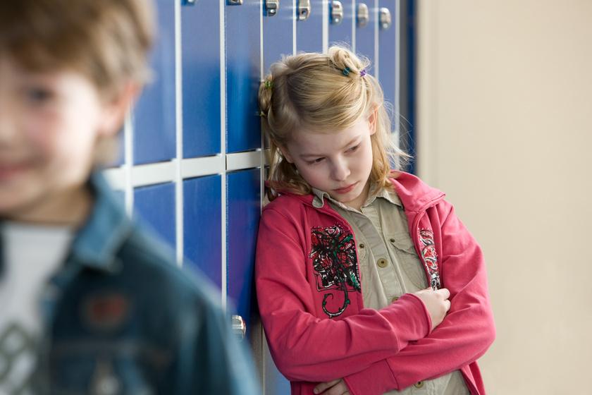 Észrevétlen, de fontos jelek, hogy zaklatják a gyereket az iskolában - A pszichológus válaszol
