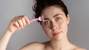 Új TikTok-trend miatt borotválják a szemöldöküket a tinik