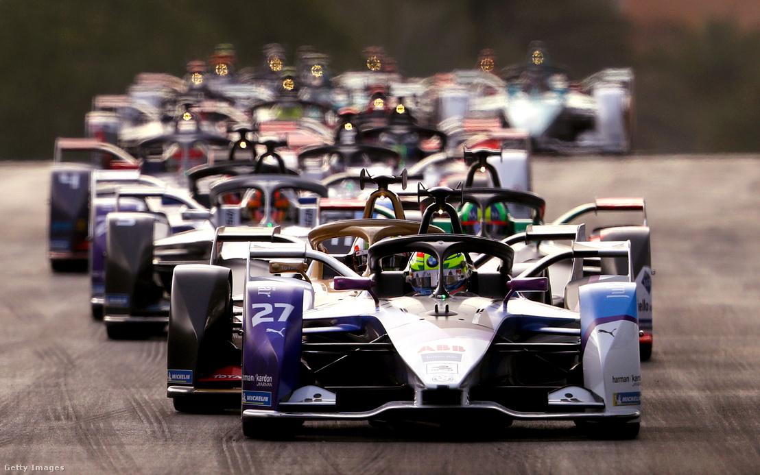 A hatodik Forma–E-szezon egyik versenyének rajtja 2019 novemberében