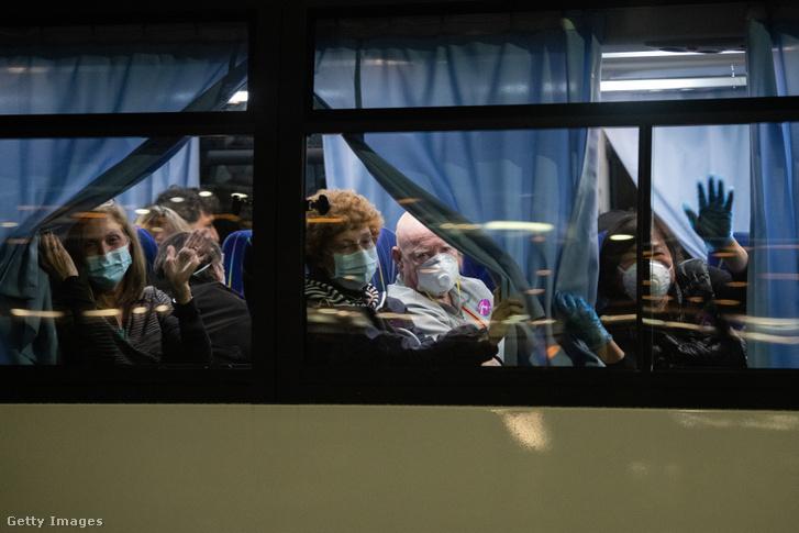A hajóról evakuált amerikai utasok