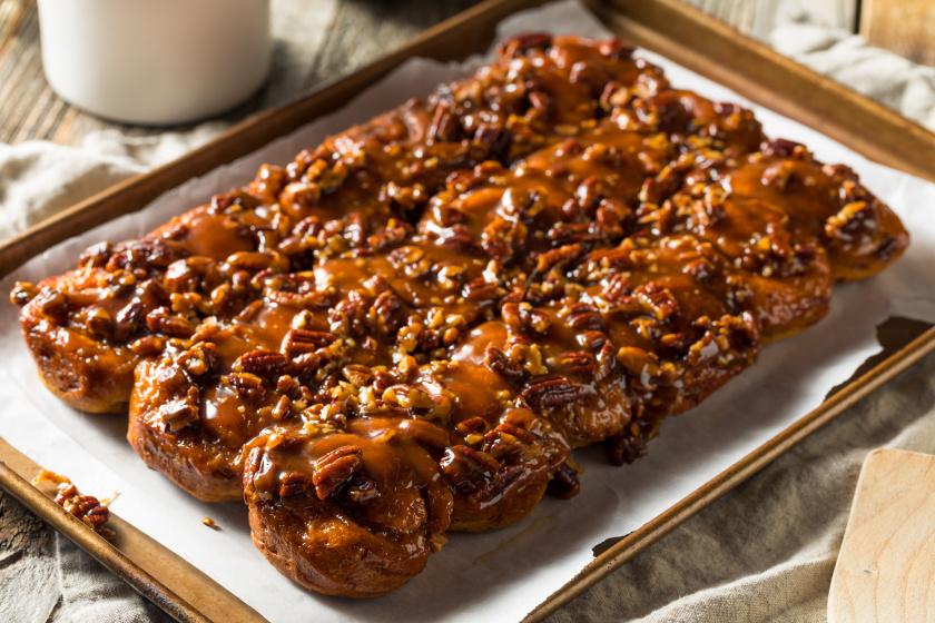A legédesebb reggeli sütemény: fahéjas csiga karamellel és pekándióval