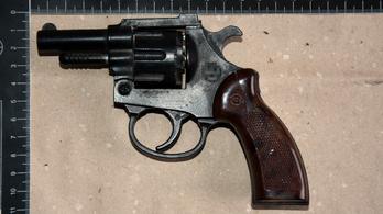 Fegyverrel akarta kirabolni a 16 éves a taxist, aki hazavitte