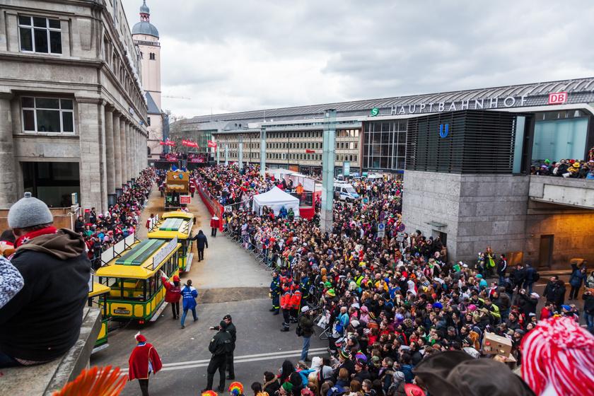 A herceg átveszi a város kulcsát a polgármestertől, és a régi piacon nyitják meg a karnevált. Németország negyedik legnagyobb városába nem csak a határokon belül, hanem a világ minden tájáról érkeznek a kíváncsi látogatók. Körülbelül egymillióan utaznak ide.