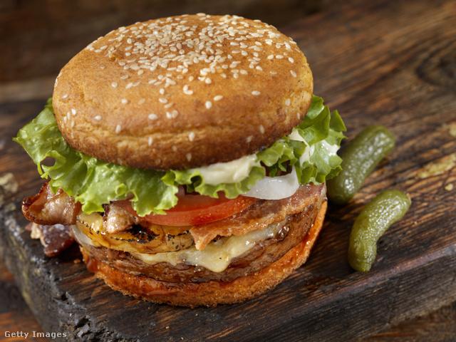 Alacsony szénhidráttartalmú alternatív hamburgerzsömle.