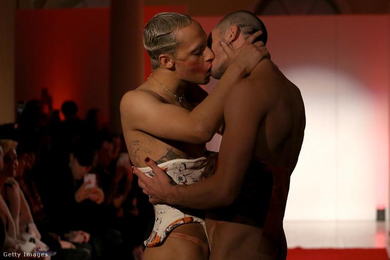 Másrészt ezt az erotikusat.