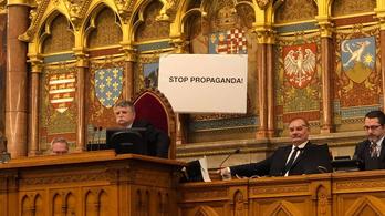Kétmillió forintra büntették Hadházyt a Stop Propaganda tábla miatt
