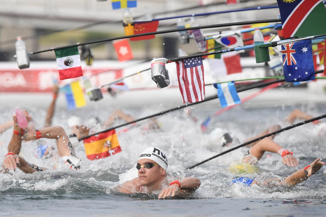 A későbbi negyedik helyezett Rasovszky Kristóf a férfi nyíltvízi úszók 10 kilométeres versenyében a dél-koreai Joszuban 2019. július 16-án