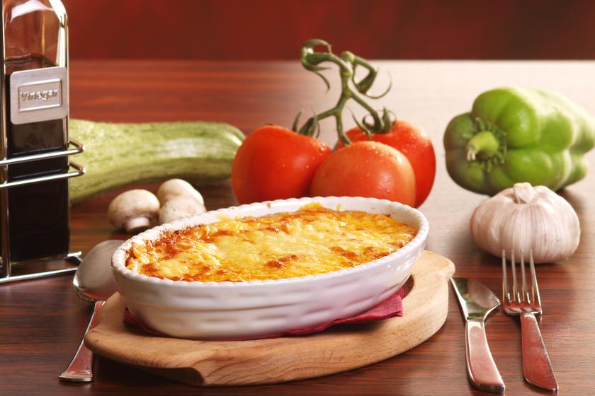 Egybesült tejszínes, zöldséges rakott tészta: isteni főétel kevés macerával