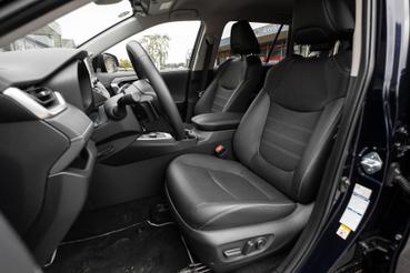 Elég kényelmes, nagy ülések: Toyota