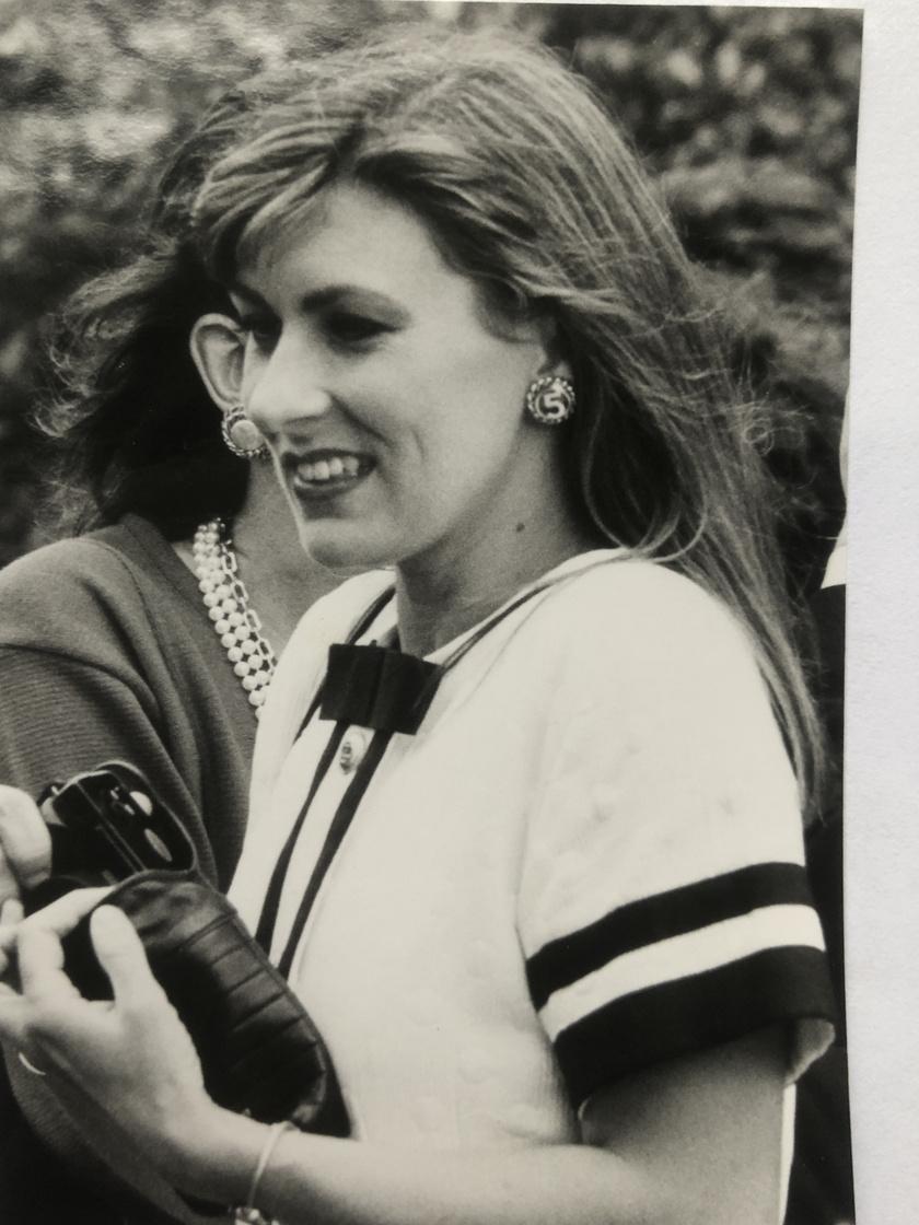 Nikki Redcliffe fiatalon is gyönyörű volt, ő azonban sokáig nem érezte így. Mindig is imádta a divatot és a szépségápolást, így abbahagyta az egyetemet, és egy kozmetikai cég marketingvezetőjeként kezdett dolgozni.