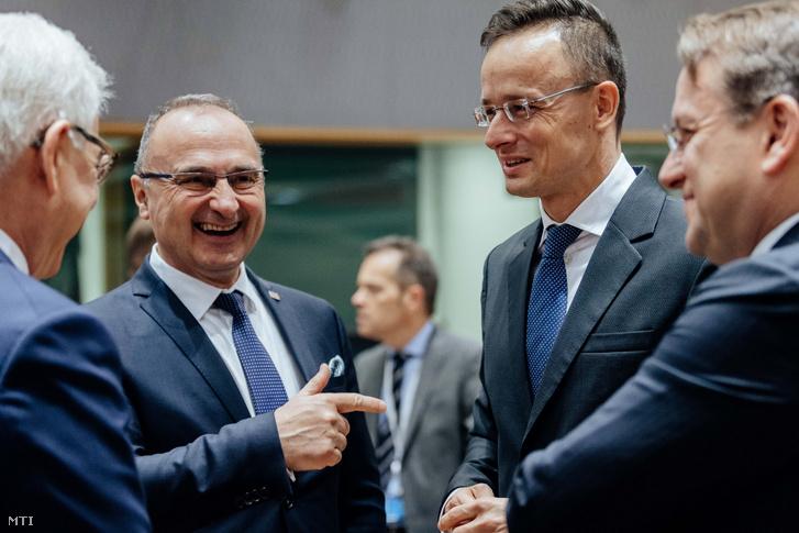 Jacek Czaputowicz lengyel külügyminiszter, Gordan Grlić-Radman horvát külügy- és európai ügyek minisztere, Szijjártó Péter külgazdasági és külügyminiszter és Várhelyi Olivér, az Európai Bizottság szomszédság- és bővítéspolitikáért felelős biztosa (b-j) a Külügyek Tanácsának ülésén Brüsszelben 2020. február 17-én.